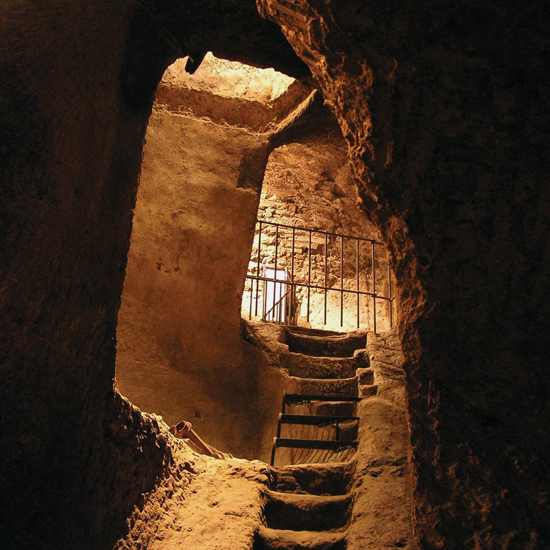"the Etruscan cistern and the Mediaeval ""scendibotte"""