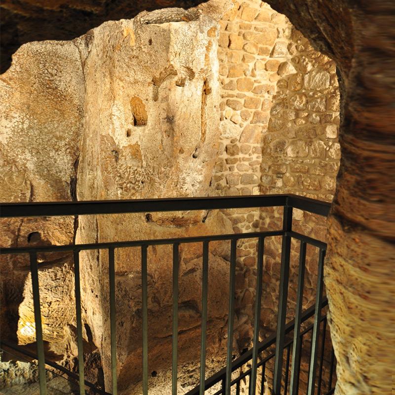 la grotta grande vista dal cunicolo