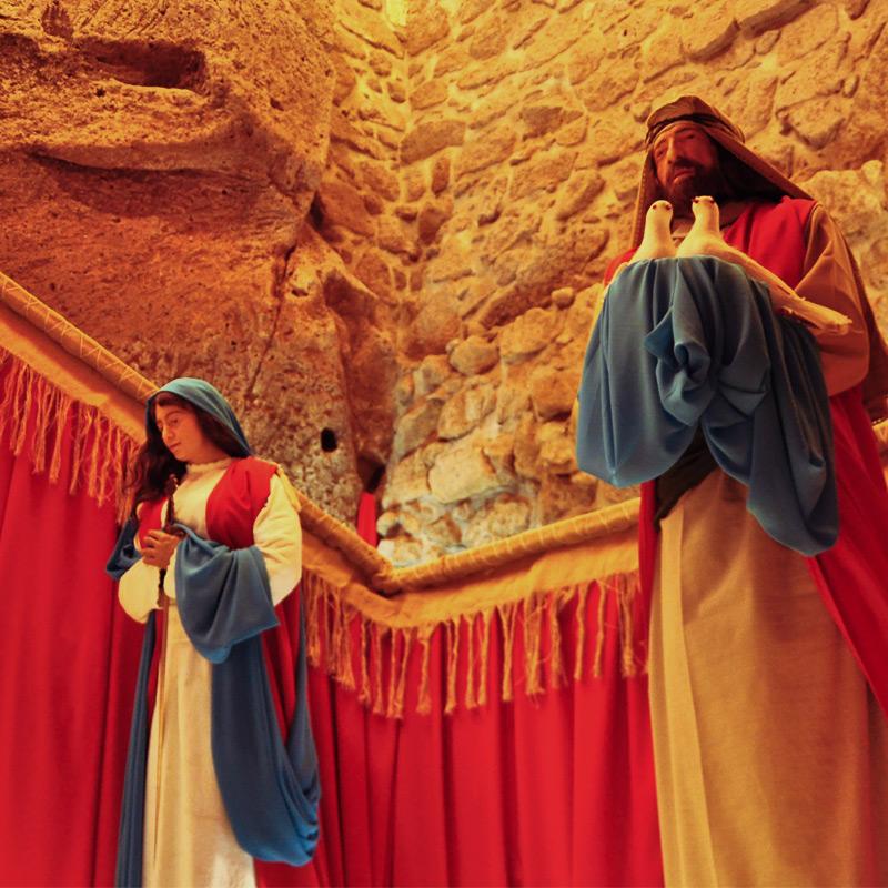 Maria con la spada e Giuseppe coi colombi